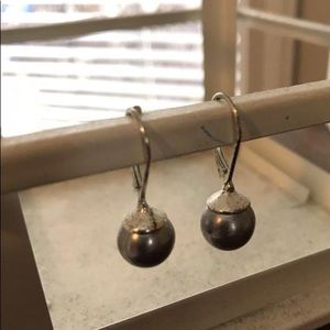 Jewelry - Silver Pearl drop earrings
